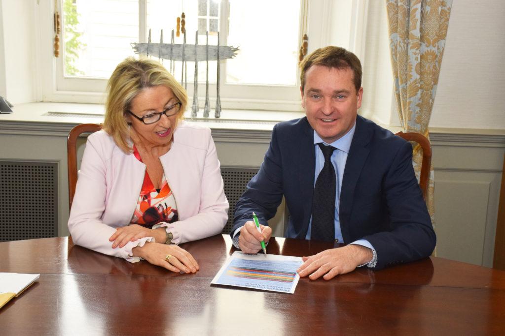 Lucy Fallon-Byrne and Secretary General Robert Watt signing the Innovation Declaration